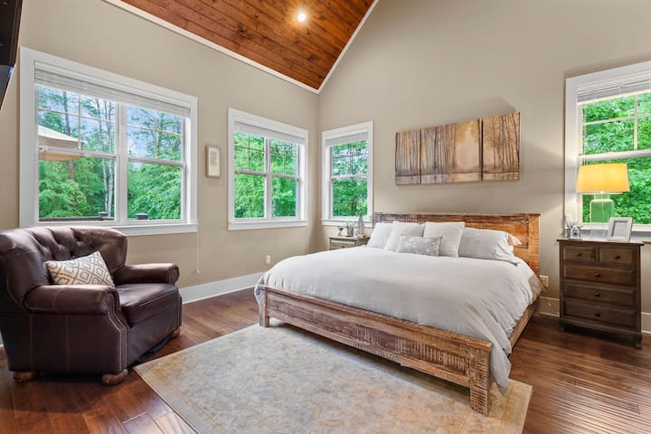 Beautiful vaulted wood ceilings and so much natural light in this peaceful upstairs master king bedroom!  Includes a smart TV with Netflix, a walk-in closet, and large en suite luxurious master bath.
