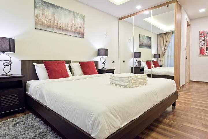 SEA VIEW Large 1 Bedroom in The Peak Towers!