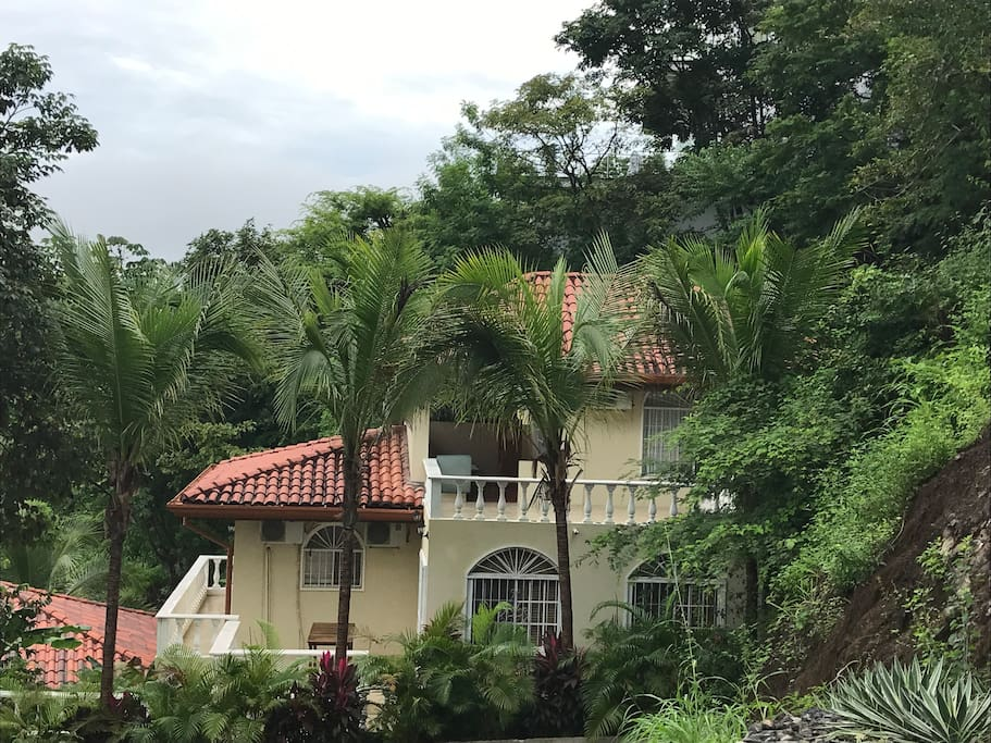 Secluded 5 bedroom sprawling house with views of Culebra Bay on the Pacific Ocean. Walking distance to the beach and village.