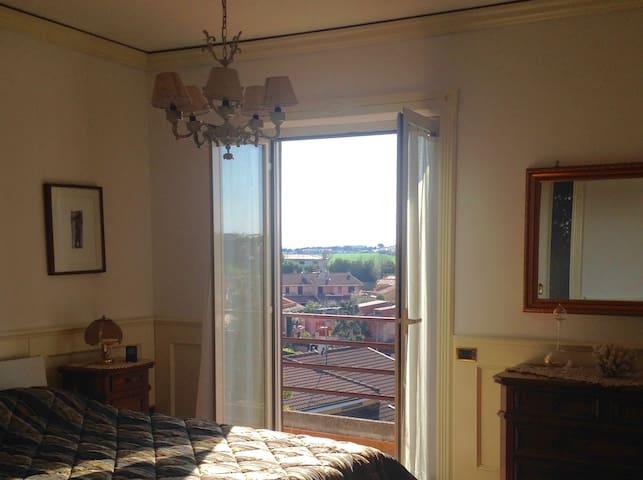Camera in villa a pochi passi da Roma - Colleverde II