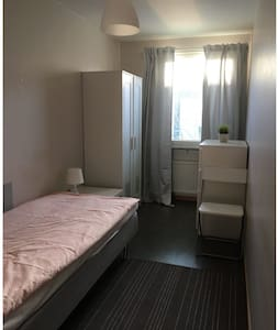 Linköping: Four room apartment with 8 beds