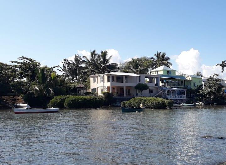 villa le mangrove, Pied dans l'eau,