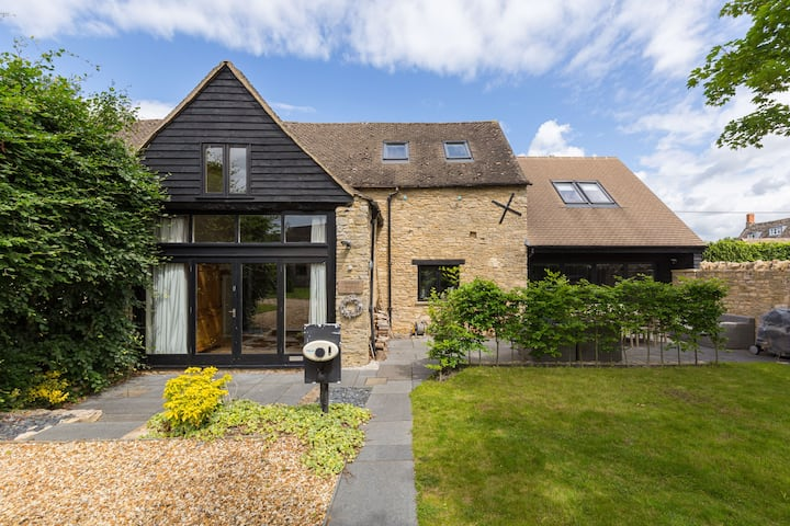 Cotswolds 4 bedroom Barn in Oxfordshire