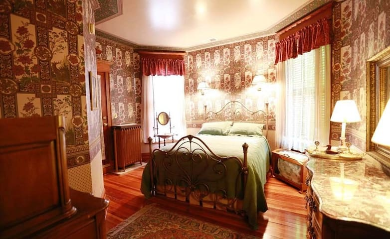 A.C. Thomas House - Prince Harry Room