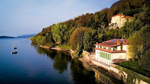 Jay - Romantic Lakeshore Room on Lago Maggiore B&B