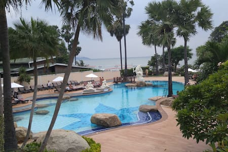 Superb views.Fantastic pool complex. - Muang Pattaya