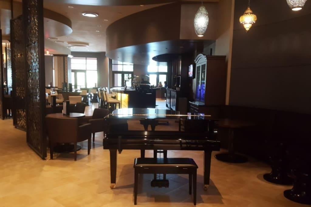 Piano Bar in Lobby