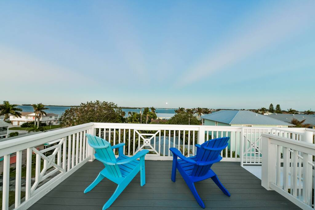 Private rooftop deck with incredible views of the Gulf/Bay/Sunrise and Moon Rise