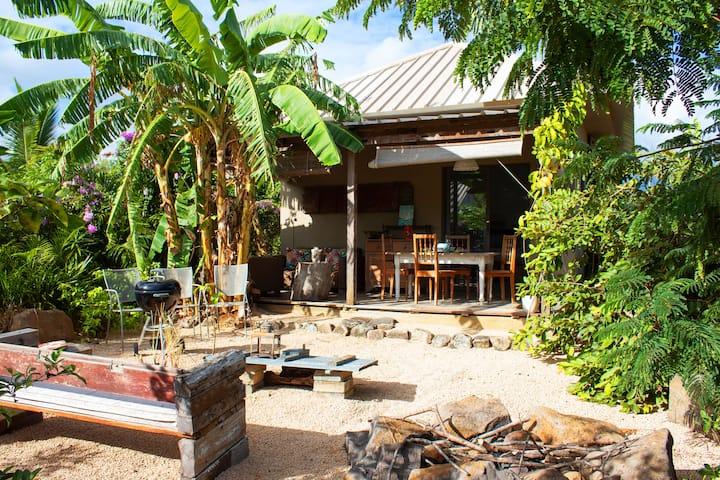 Studio Les Salines avec petit piscine et jardin