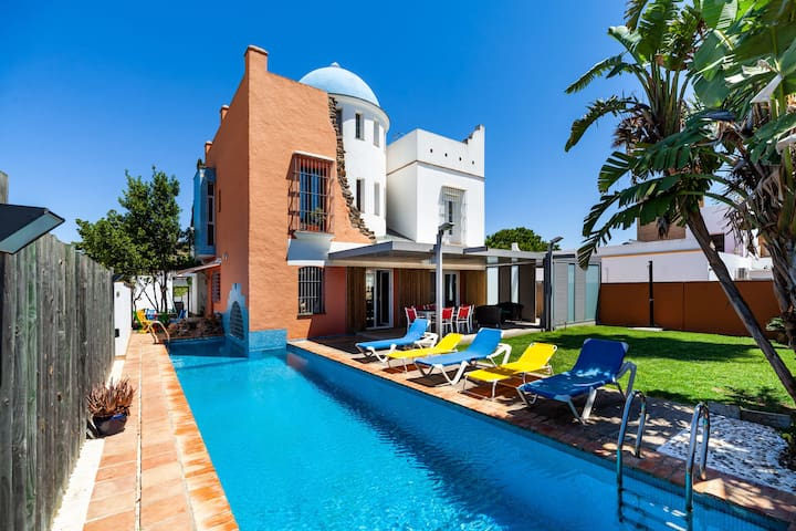 Enchanting Home with Wi-Fi, Air-Conditioning, Pool, Rooftop Terrace & Patio