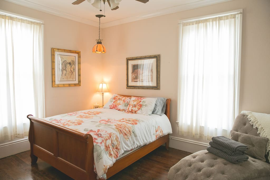 Large, comfy room with queen size bed and 600 thread count sheets