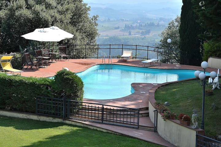 Pool & Panoramic Garden full of Flowers! 9 People - San Gimignano - Rumah
