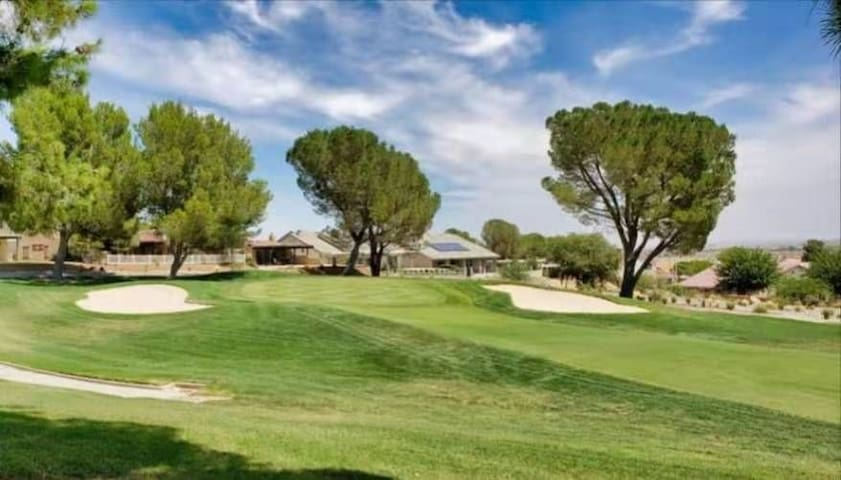 Golf Holiday Villa (Helendale)