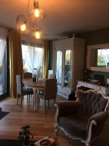 Chambre privé prés du lac , appartement cosy