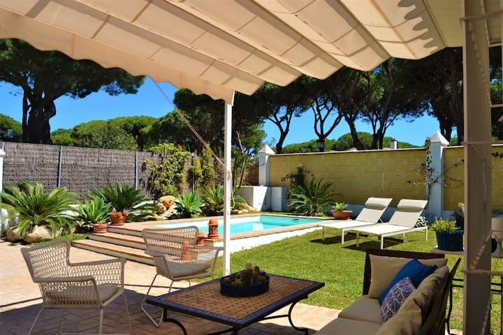 Adosado con piscina en vistahermosa townhouses for rent for Piscina municipal el puerto de santa maria