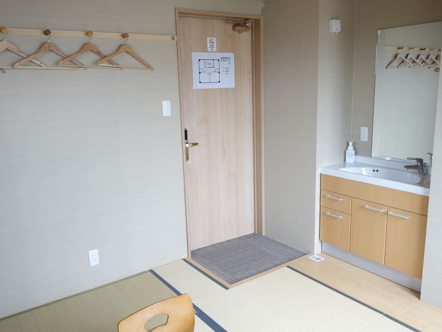 Japanese Twin Room: Private Sink
