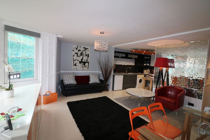 Spacious and Stylish Town Centre Apartment - Bournemouth - Daire