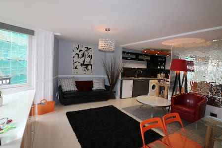 Spacious and Stylish Town Centre Apartment - Bournemouth - Apartment