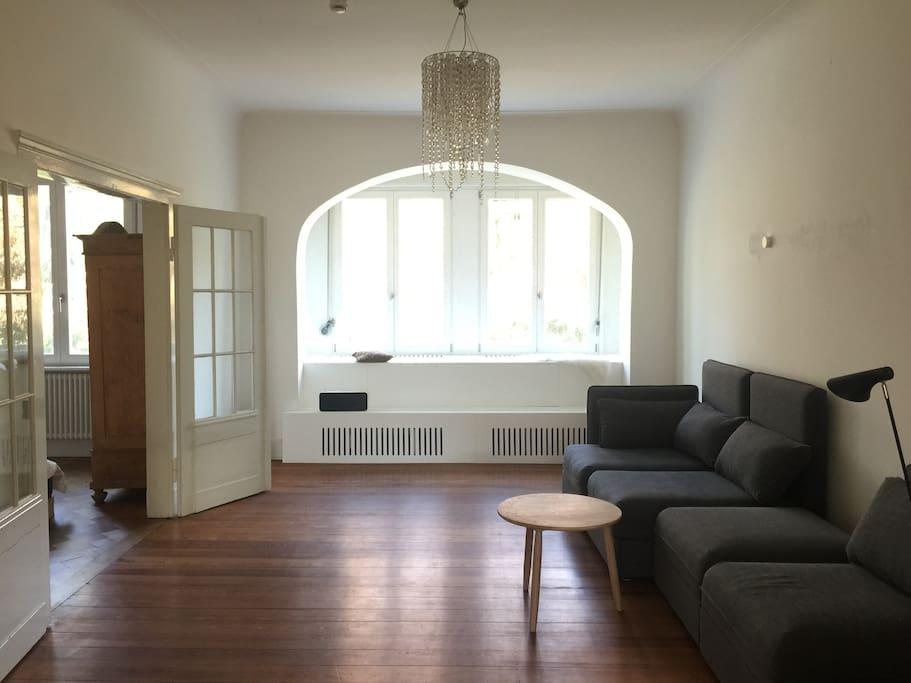 Wohnzimmer mit Sitzempore