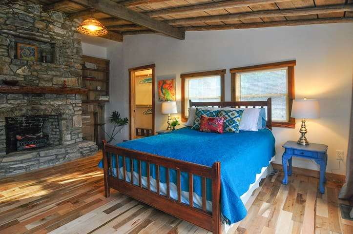 WILD ROOTS-Extraordinary Timber Frame cabin-Nature - Swannanoa - Natuur/eco-lodge