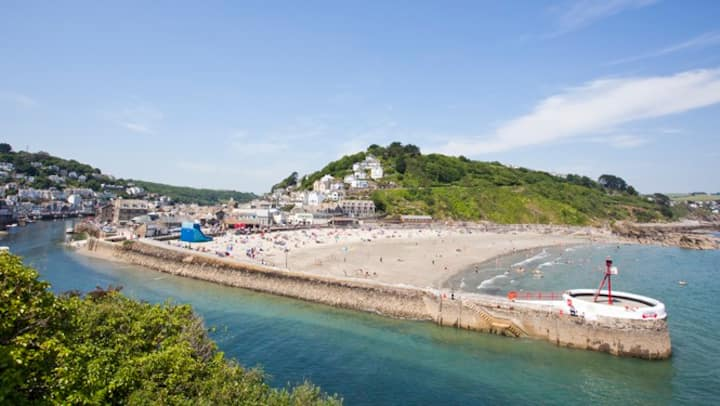 Cosy apartment with beach views on West Looe hill