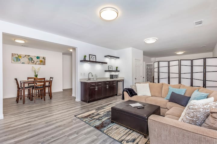 Family-Friendly Private Guest Suite Near Airport