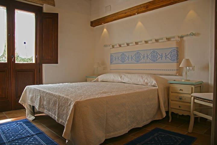 B&B Fioredda: Camera Azzurra - Aglientu - Bed & Breakfast