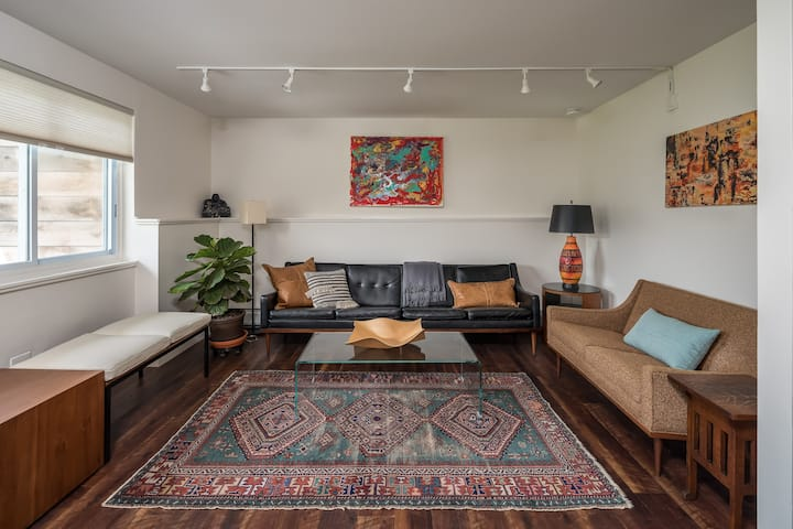 Boutique Furnished Townhome Minutes from UVM