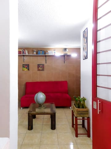 FA 101 Dep. Priv. 6 Personas, Metro Chabacano