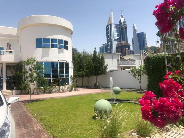 WONDERFUL QUIET OASIS -DUBAI-BEAUTIFUL ROOM-DUBAI!