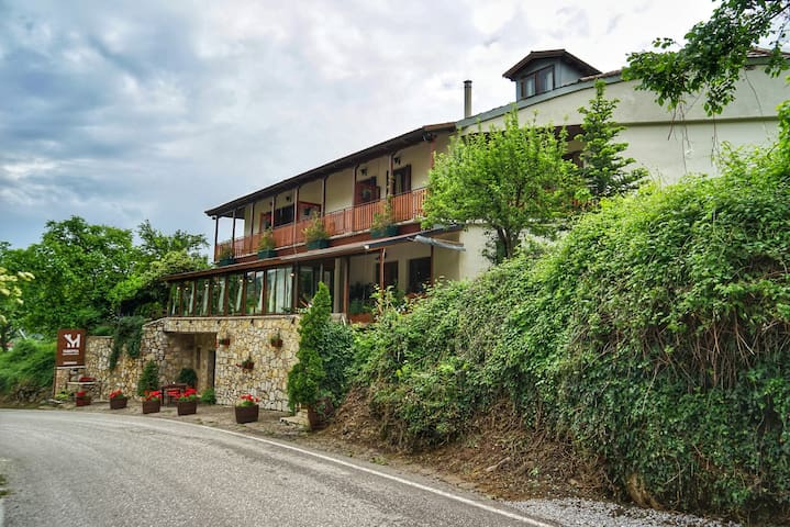 Mavrodimos, a friendly Guesthouse in Eptalofos