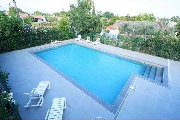 Appartement avec piscine «Entre mer et montagne»