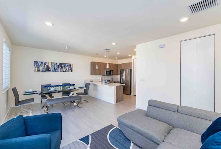 SMART NEW APARTMENT IN MIDTOWN DORAL