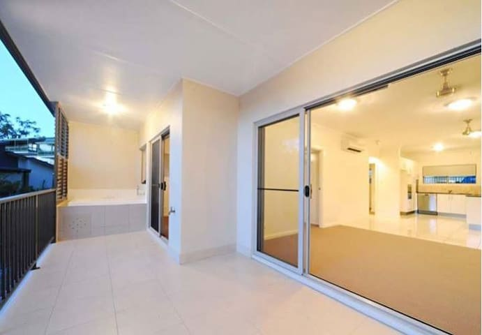 Relaxed, comfortable bedroom with own ensuite - Cannonvale - Apartment