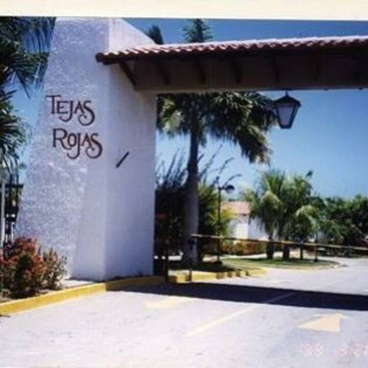 Casa en Tejas Rojas