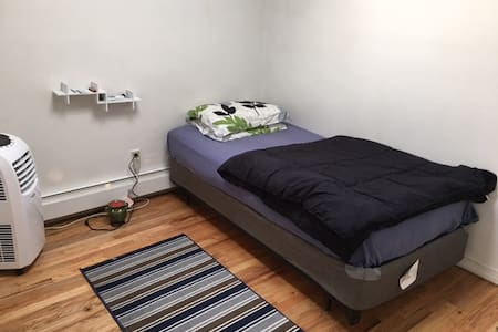 Bright clean & cosy room - Brooklyn