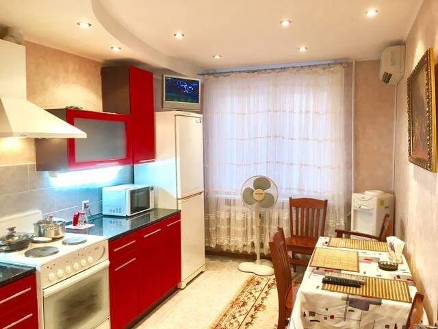 Квартира комфортная со всеми удобсв - Тула - Apartamento