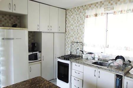 Apartamento completo em condomínio fechado.