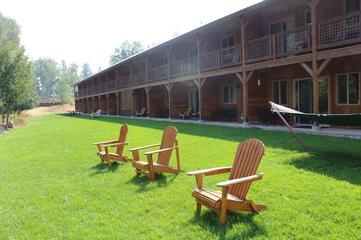 Methow River Lodge and Cabins river front hang out