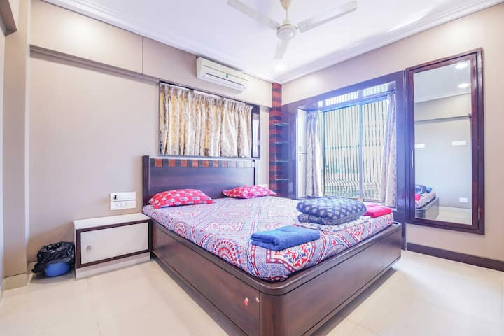 Charming room on Hill road, Bandra West