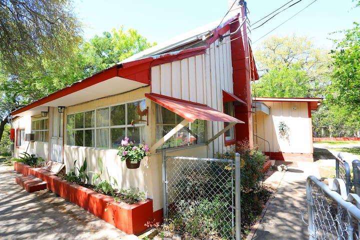 "York Creek Cottage ""The Walheifer Haus"""