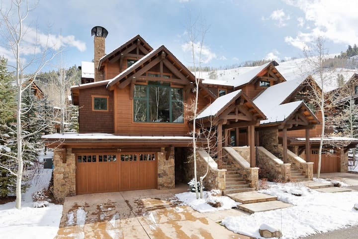 The ski access, on demand taxi from the airport and to/from Aspen, make this home a convenient retreat for your ski vacation.