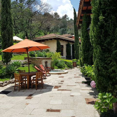 Beautiful relaxing Villa, ¡Mi casa es su casa!
