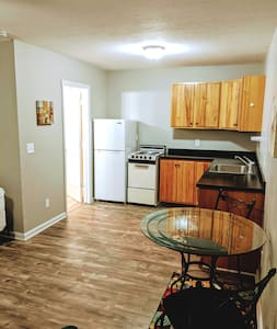 Hunters Welcome! Gr8 location! WiFi! Full kitchen!