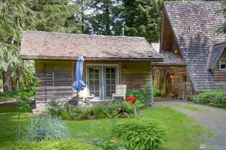 Sky River Cottage,Stevens Pass    @skyrivercottage