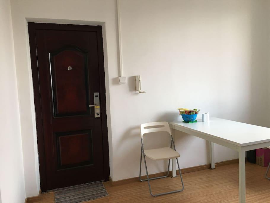 客厅整洁明亮