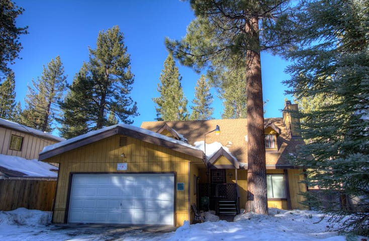 Immaculate Centrally Located Home - City of South Lake Tahoe - Дом