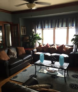 Your own room in a luxurious home - Milwaukee