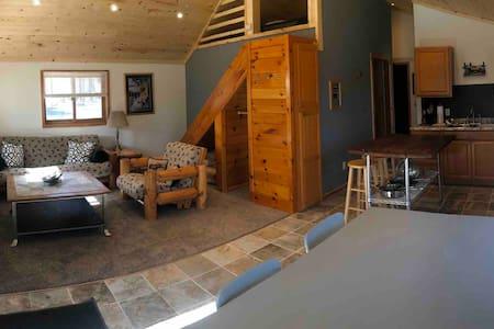 Cedar Cabing (Cabin 4) @ Pine Point Lodge