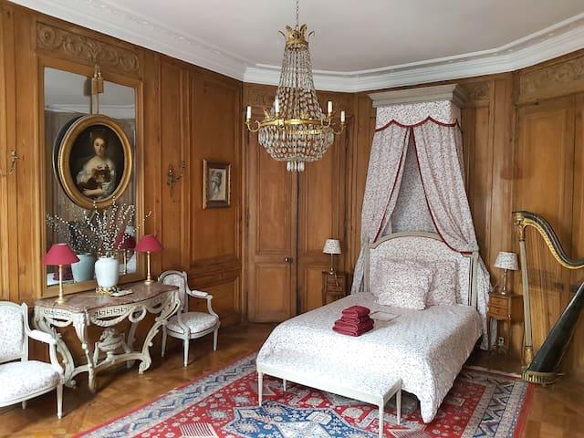 ***** 18th century Marie-Antoinette Suite